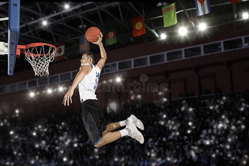 Παίχτης μπάσκετ στην ενέργεια στοκ εικόνες με δικαίωμα ελεύθερης χρήσης