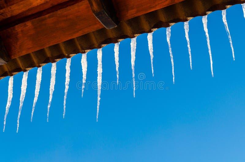 Παγάκια στη στέγη στοκ φωτογραφία