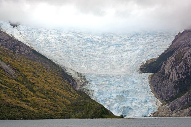 Παγετώνας που βγαίνει από τα σύννεφα στοκ φωτογραφίες