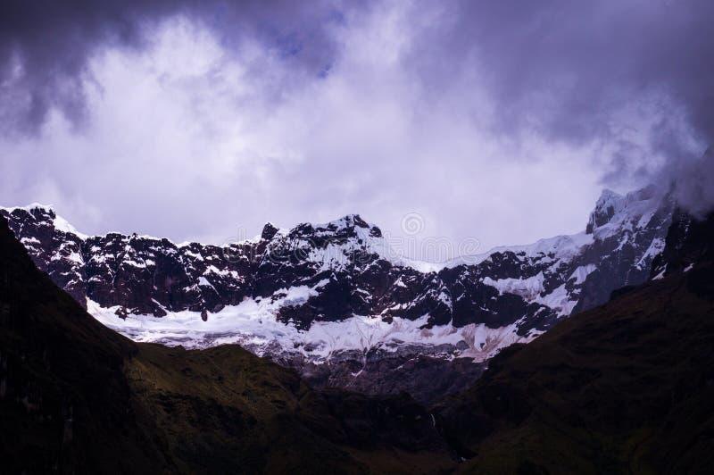Παγετώνας στο χιονισμένο ηφαίστειο βωμών EL στις Άνδεις στον Ισημερινό στοκ φωτογραφίες με δικαίωμα ελεύθερης χρήσης