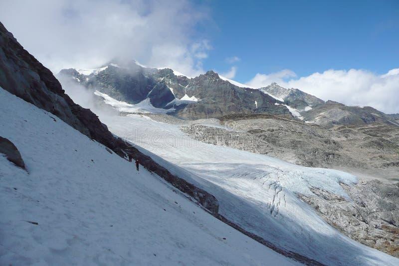 Παγετώνας της Ελβετίας κάτω από την αιχμή Stralhorn στοκ φωτογραφίες με δικαίωμα ελεύθερης χρήσης