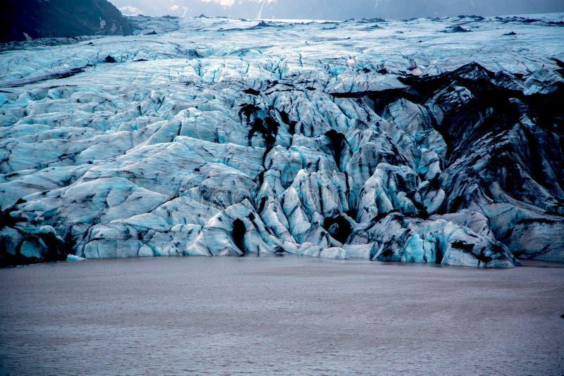 Παγετώνας Solheimajokull με τον μπλε πάγο στοκ εικόνα