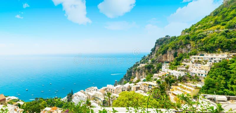 Παγκοσμίως διάσημη ακτή Positano μια σαφή ημέρα στοκ φωτογραφίες με δικαίωμα ελεύθερης χρήσης