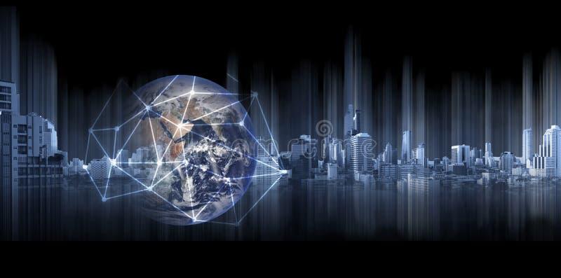 Παγκόσμιες επιχειρηματικό πεδίο και δικτύωση, διπλή σφαίρα έκθεσης με τις γραμμές σύνδεσης δικτύων και τα σύγχρονα κτήρια, στο μα ελεύθερη απεικόνιση δικαιώματος
