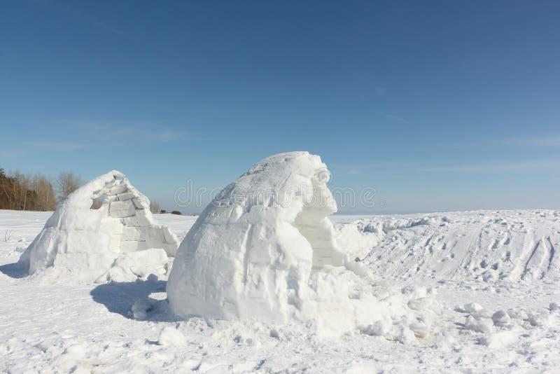 Παγοκαλύβα ατελής σε ένα ξέφωτο χιονιού στοκ εικόνα