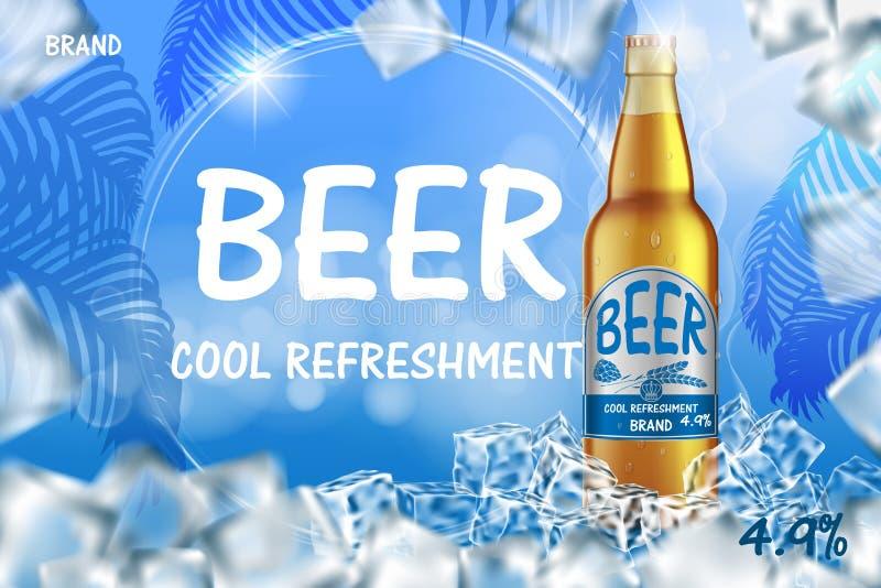 Παγωμένες αγγελίες μπύρας τεχνών με το ράντισμα Ρεαλιστικό μπουκάλι μπύρας γυαλιού με τους κύβους πάγου στο λαμπρό θερινό μπλε υπ απεικόνιση αποθεμάτων