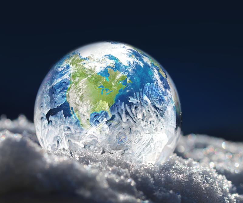Παγωμένη έννοια κλιματικής αλλαγής πλανήτη Γη στοκ εικόνες με δικαίωμα ελεύθερης χρήσης