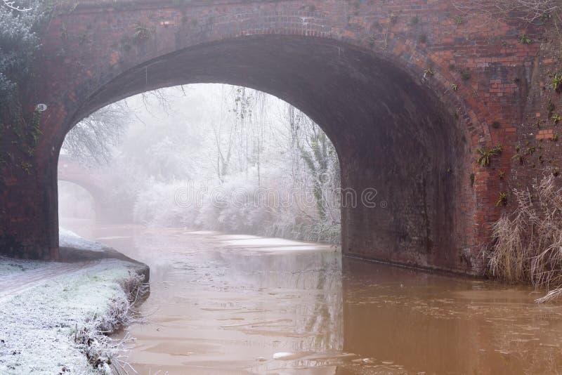 Παγωμένη γέφυρα καναλιών στοκ φωτογραφία με δικαίωμα ελεύθερης χρήσης