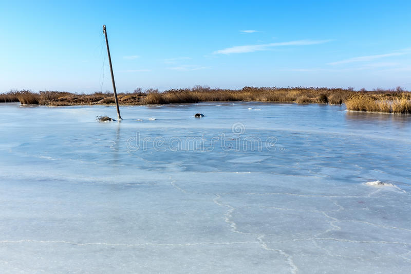 Παγωμένη λιμνοθάλασσα στη βόρεια Ελλάδα στοκ φωτογραφία