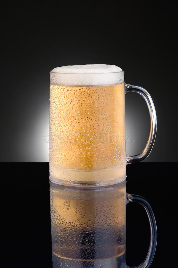 Παγωμένη κούπα μπύρας κουπών Στοκ Εικόνα