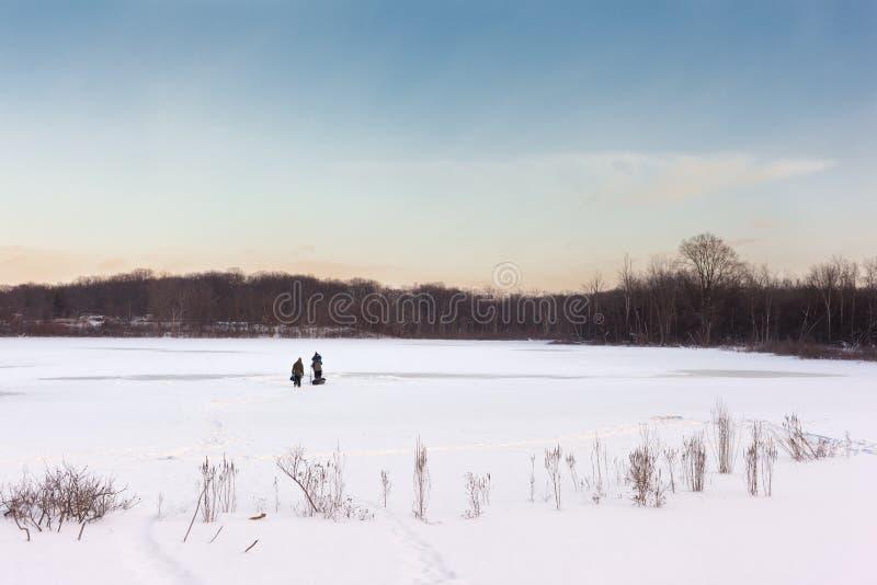Παγωμένη λίμνη - λίμνες Westminister στο Λονδίνο, Οντάριο στοκ εικόνες