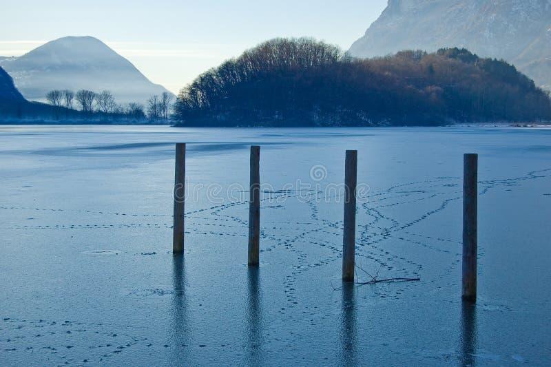 παγωμένη λίμνη της Ιταλίας στοκ φωτογραφία με δικαίωμα ελεύθερης χρήσης