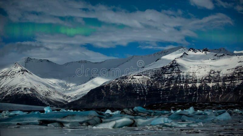 Παγωμένη λιμνοθάλασσα λιμνών παγετώνων Jokulsarlon Εθνική ισοτιμία Vatnajokull στοκ φωτογραφία με δικαίωμα ελεύθερης χρήσης