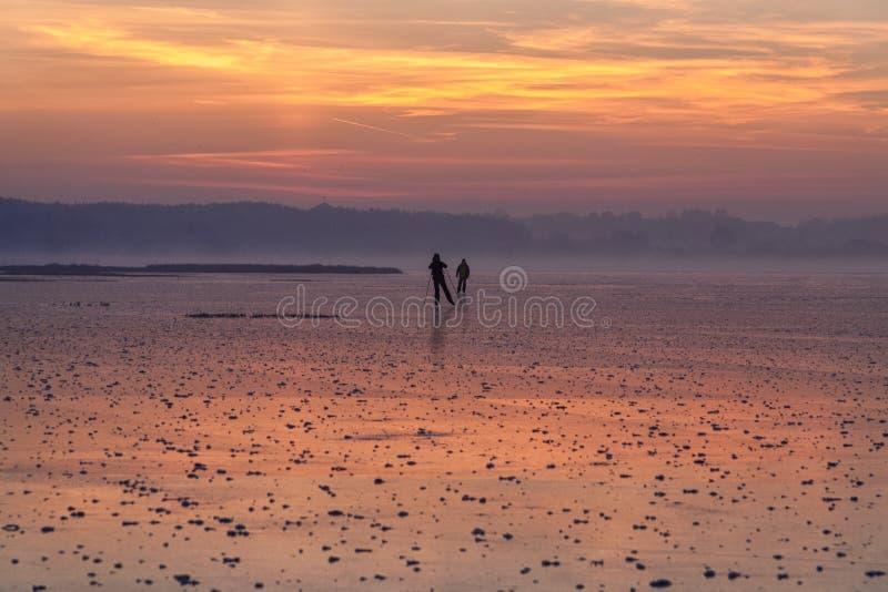 Παγωμένη ομίχλη στο ηλιοβασίλεμα στοκ εικόνες
