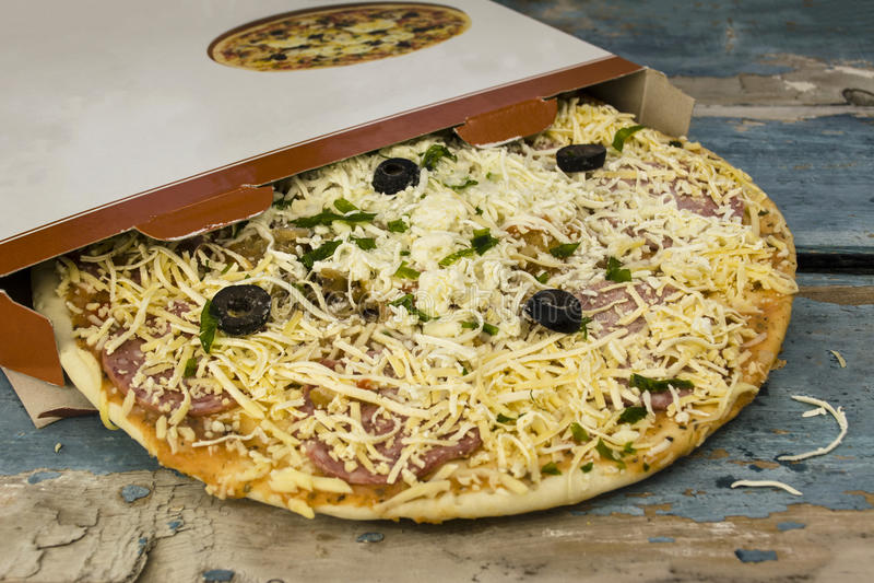 παγωμένη πίτσα στοκ φωτογραφία