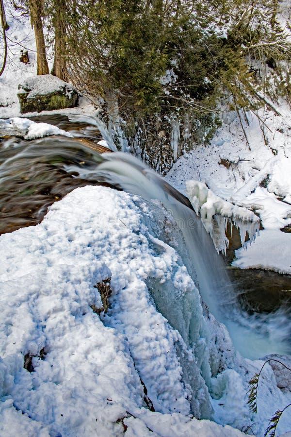 Παγωμένη CREST καταρρακτών στον ποταμό Boyne στοκ εικόνες