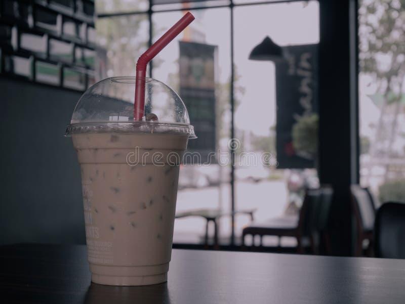 Παγωμένος καφές στον πίνακα στον καφέ στοκ φωτογραφία με δικαίωμα ελεύθερης χρήσης