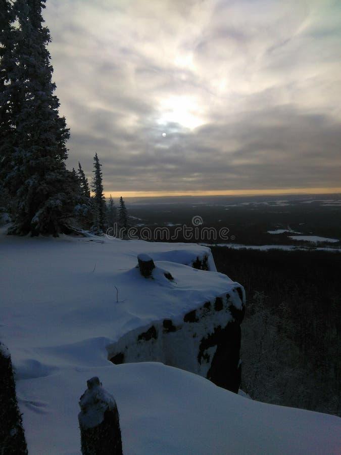 παγωμένος χειμώνας ύδατος ηλιοβασιλέματος τοπίων χλόης στοκ φωτογραφίες