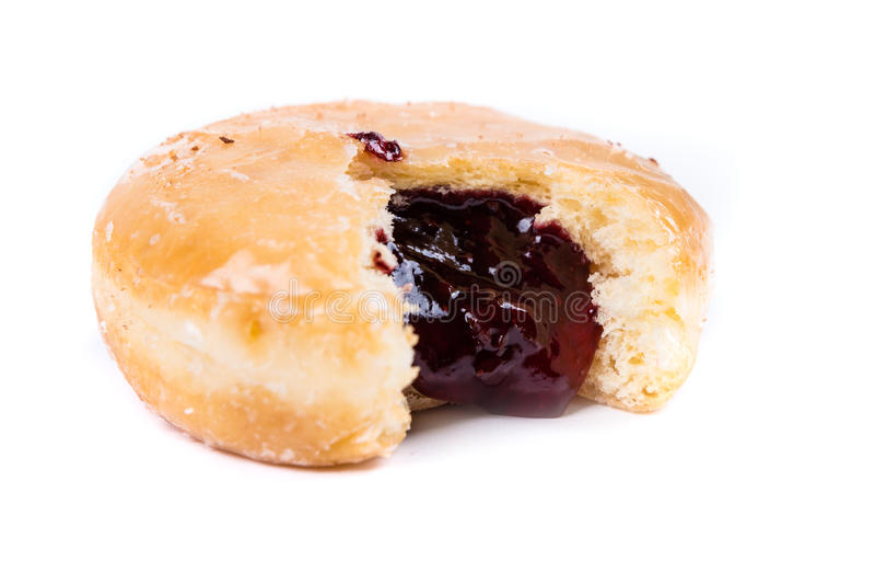 Παγωμένο γεμισμένο ζελατίνα doughnut με ένα δάγκωμα από το στοκ φωτογραφίες