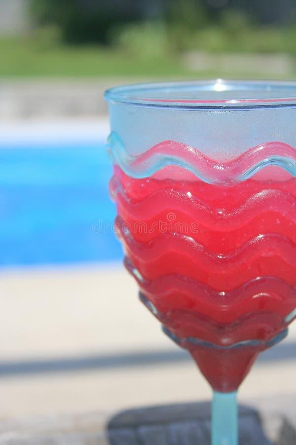 παγωμένο κοκτέιλ poolside στοκ φωτογραφία με δικαίωμα ελεύθερης χρήσης