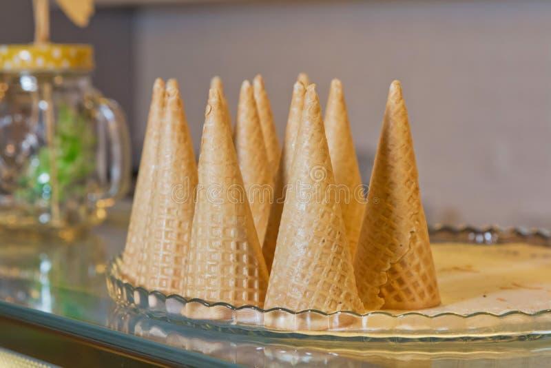 Παγωτό κώνων Κενός τριζάτος κώνος παγωτού Βάφλα για το παγωτό στοκ φωτογραφία με δικαίωμα ελεύθερης χρήσης
