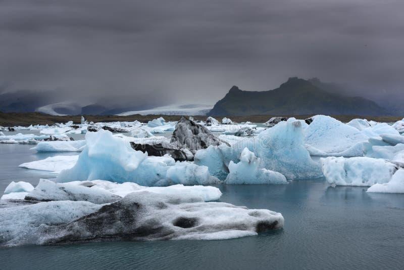 Παγόβουνα στην παγετώδη λιμνοθάλασσα Jokulsarlon  στοκ φωτογραφία με δικαίωμα ελεύθερης χρήσης