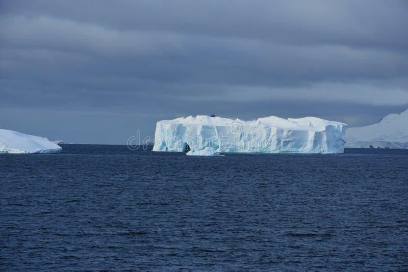 Παγόβουνο από τον κόλπο παραδείσου, Ανταρκτική στοκ φωτογραφίες με δικαίωμα ελεύθερης χρήσης