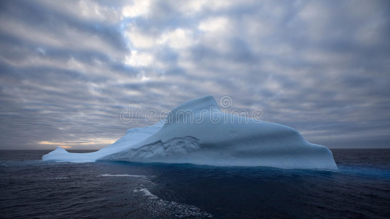 Παγόβουνο σε ανταρκτική στοκ εικόνα