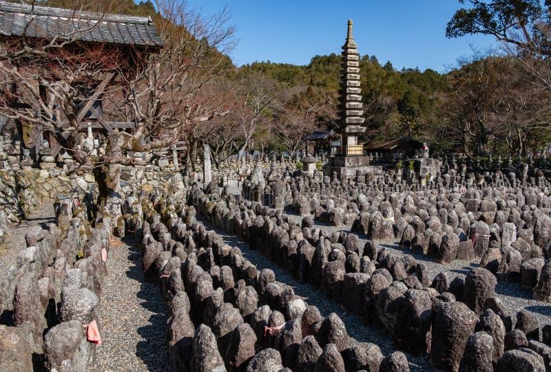 Παγόδα, ναός και πολλά αγάλματα Adashino Nenbutsu-nenbutsu-ji, κοντά στο δάσος μπαμπού Arashiyama στοκ φωτογραφίες με δικαίωμα ελεύθερης χρήσης