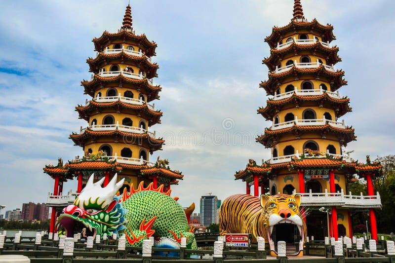 Παγόδες δράκων και τιγρών, λίμνη Lotus, Ταϊβάν στοκ φωτογραφία