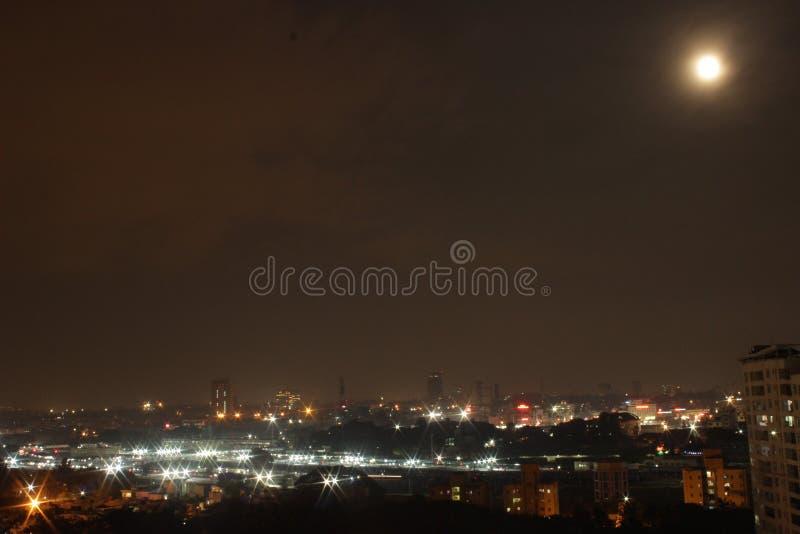 παγόδα της Myanmar πανσελήνων shwedagon yangon μπλε φεγγάρι Φω'τα και φεγγάρι πόλεων στοκ φωτογραφίες με δικαίωμα ελεύθερης χρήσης