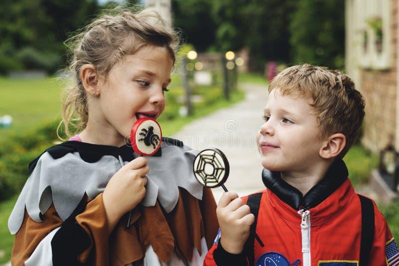 Παιδάκια στο κόμμα αποκριών στοκ φωτογραφία με δικαίωμα ελεύθερης χρήσης
