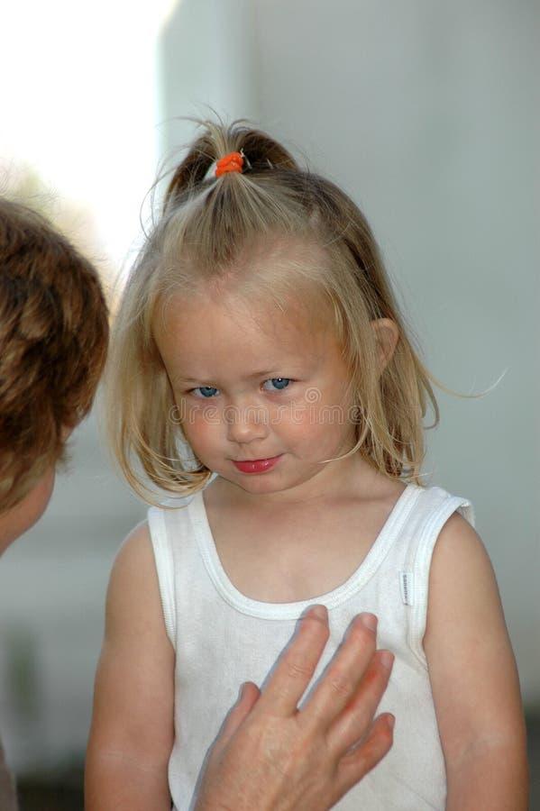 παιδί που πείθει mom στοκ φωτογραφία