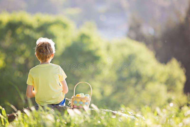 Παιδί σε Πάσχα στοκ φωτογραφία