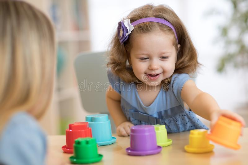 Παιδί στον παιδικό σταθμό στοκ εικόνα