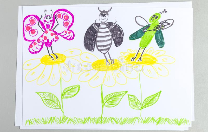 Παιδί doodle των εντόμων που χορεύουν και που έχουν τη διασκέδαση στα λουλούδια στοκ φωτογραφία με δικαίωμα ελεύθερης χρήσης