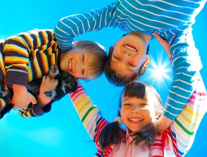 παιδιά ευτυχή στοκ εικόνες με δικαίωμα ελεύθερης χρήσης