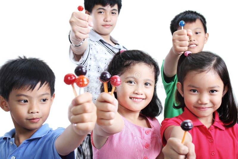 Παιδιά και Lollipops στοκ εικόνα με δικαίωμα ελεύθερης χρήσης