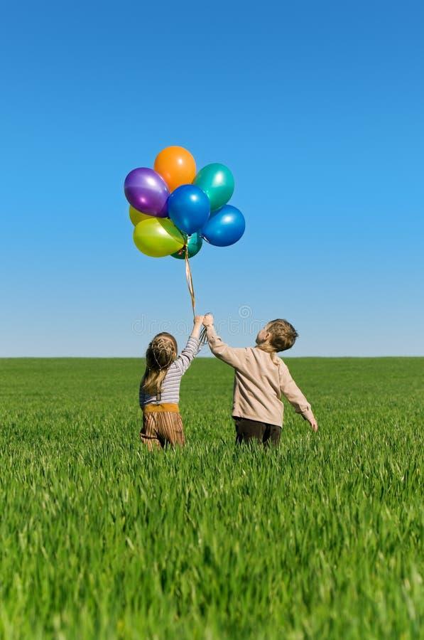 παιδιά μπαλονιών στοκ εικόνα με δικαίωμα ελεύθερης χρήσης