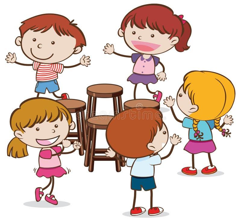 Παιδιά που παίζουν τις μουσικές έδρες στο άσπρο υπόβαθρο ελεύθερη απεικόνιση δικαιώματος