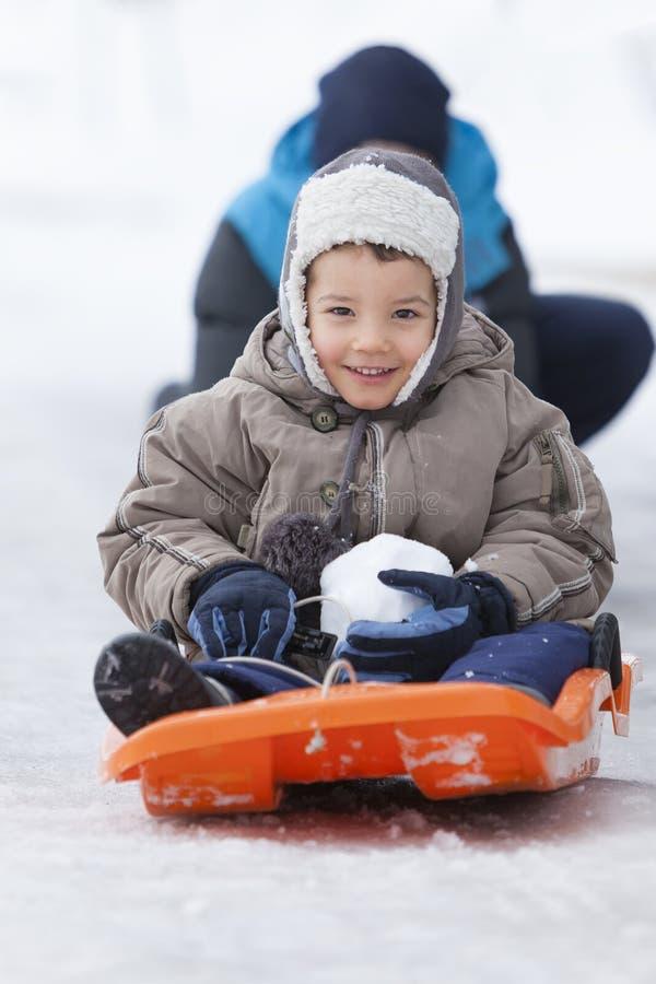 Παιδιά που στο χιόνι στοκ εικόνες