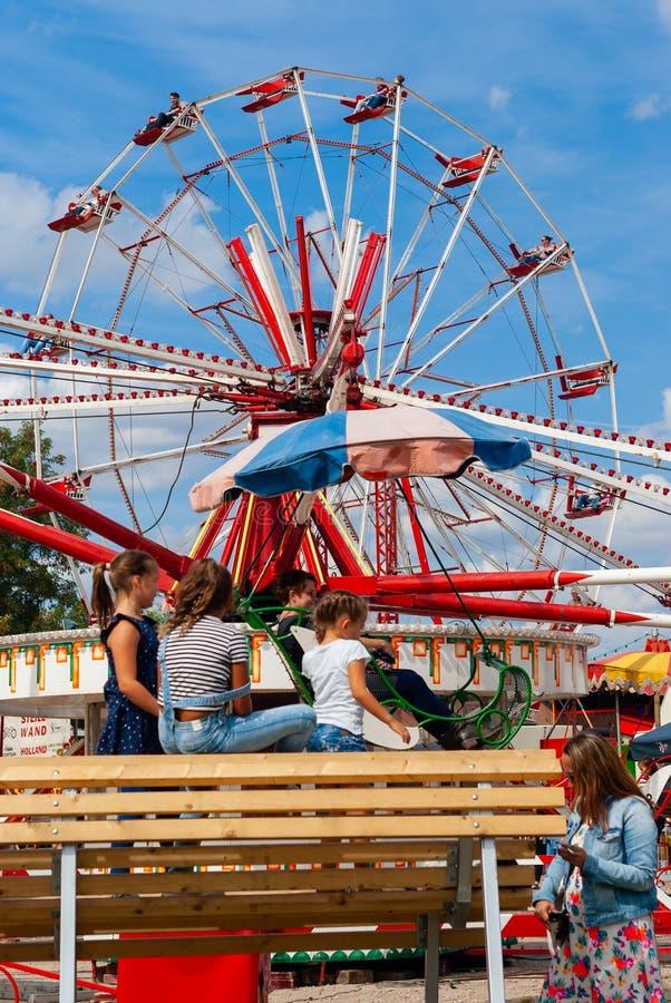 Παιδιά σε ένα ντεμοντέ καρναβάλι στοκ φωτογραφία με δικαίωμα ελεύθερης χρήσης