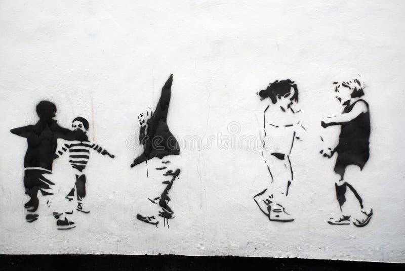 παιδιά τέχνης που παίζουν το διάτρητο ελεύθερη απεικόνιση δικαιώματος