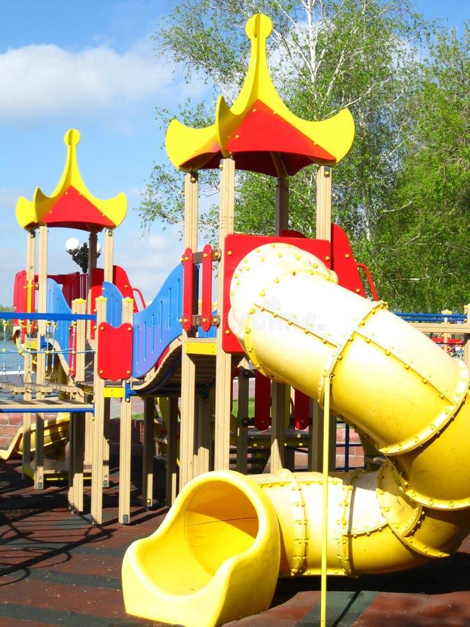 Παιδική χαρά παιδιών ` s στο δημόσιο πάρκο στην προκυμαία στοκ φωτογραφία με δικαίωμα ελεύθερης χρήσης