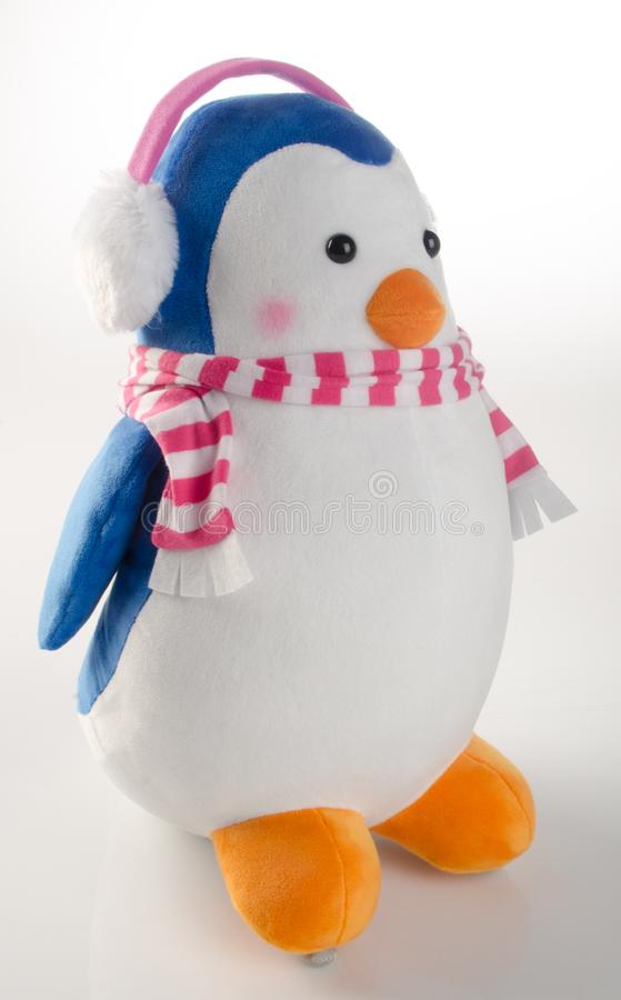 παιχνίδι ή αστείο χειροποίητο παιχνίδι penguins στο υπόβαθρο στοκ φωτογραφίες με δικαίωμα ελεύθερης χρήσης