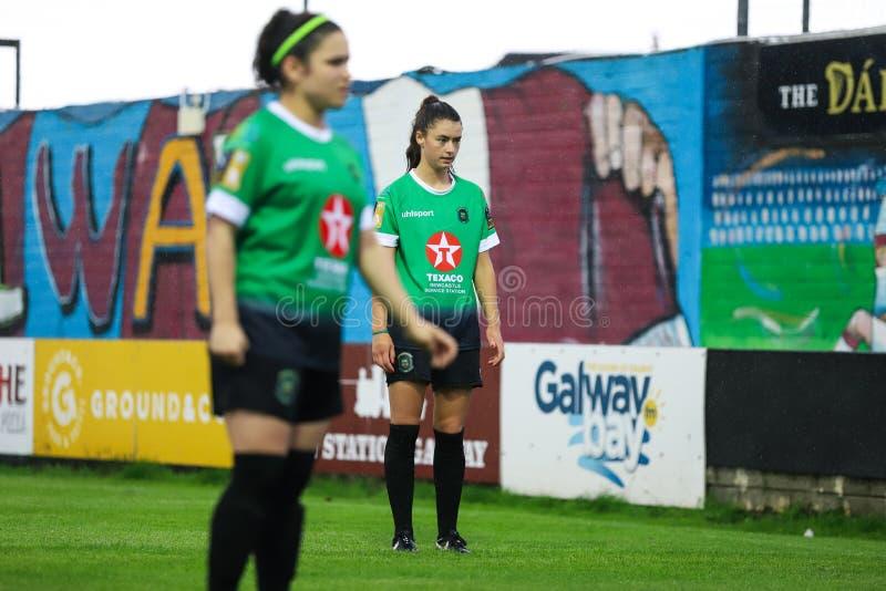 Παιχνίδι Εθνικού Πρωταθλήματος γυναικών: Galway WFC εναντίον Peamount που ενώνεται στοκ εικόνα με δικαίωμα ελεύθερης χρήσης