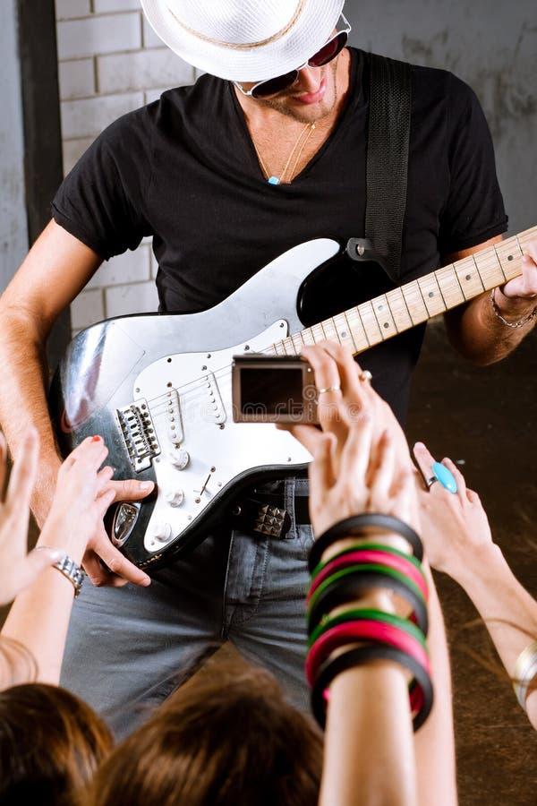 παιχνίδι κιθαριστών ανεμι&si στοκ εικόνες