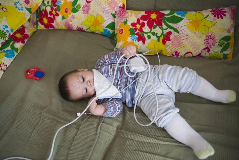 παιχνίδι κουνιών μωρών στοκ εικόνες με δικαίωμα ελεύθερης χρήσης