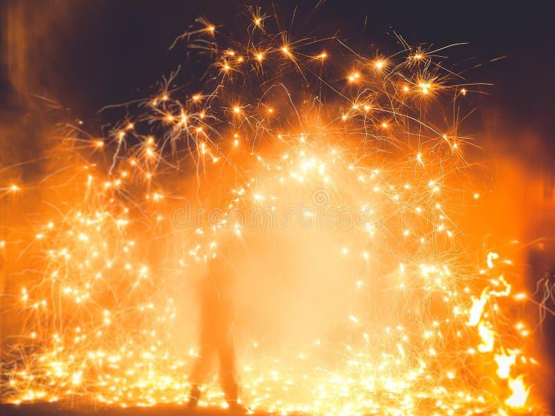Παιχνίδι με τη φωτιά στοκ εικόνα με δικαίωμα ελεύθερης χρήσης