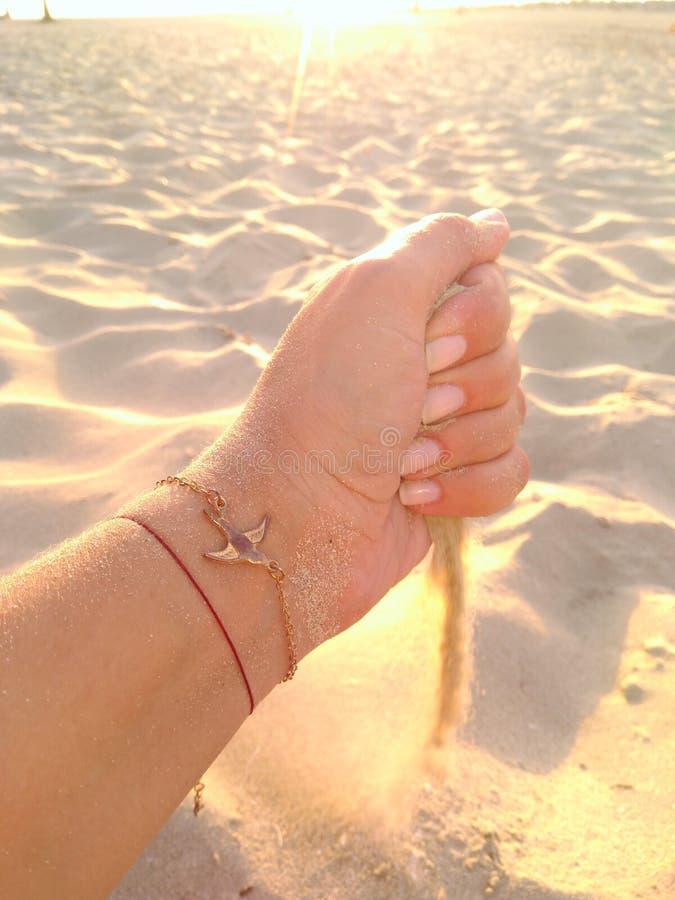 Παιχνίδι με τον αέρα και την άμμο στοκ εικόνες με δικαίωμα ελεύθερης χρήσης